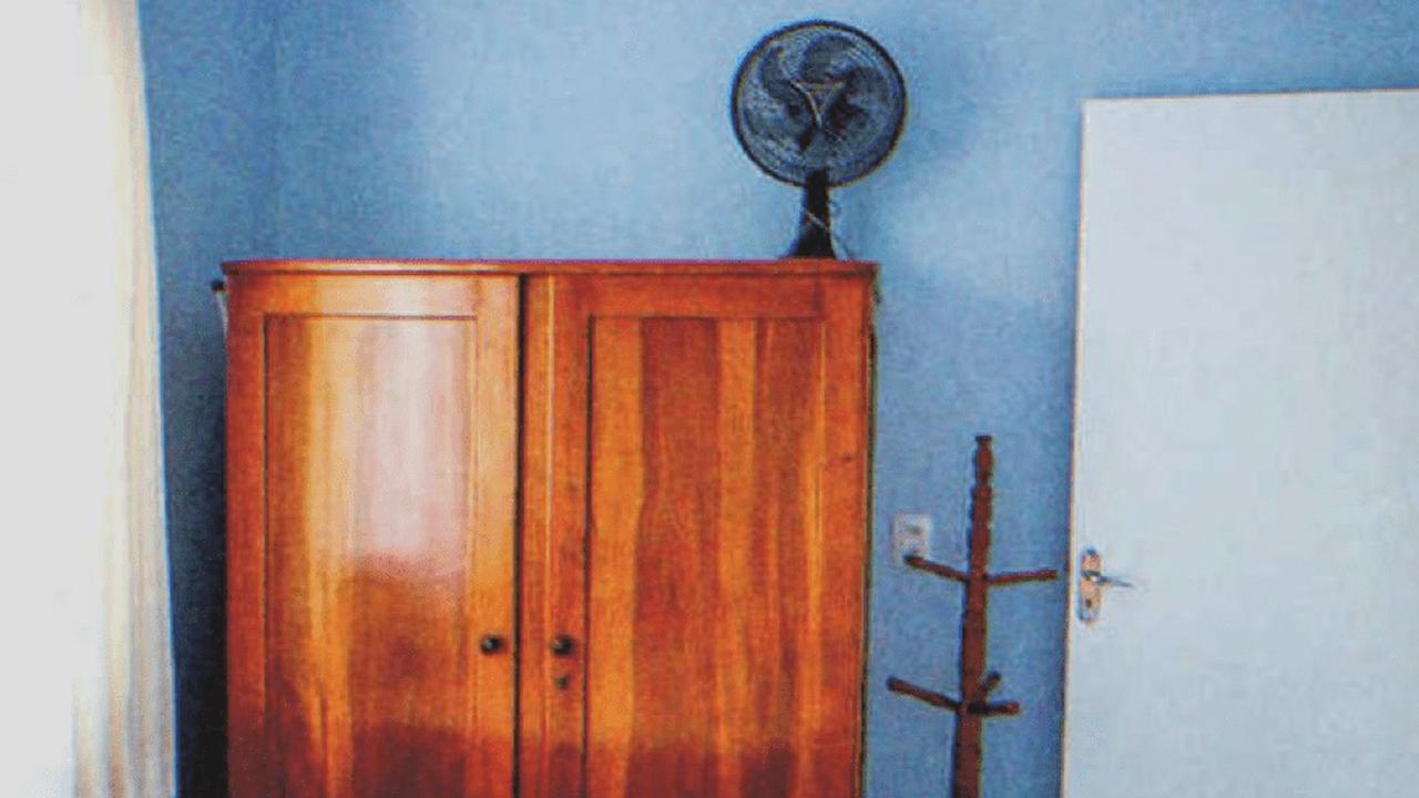 Mann versteckt sich im Schrank, um seine Verlobte zu überraschen, da hört er plötzlich eine Männerstimme – Story des Tages