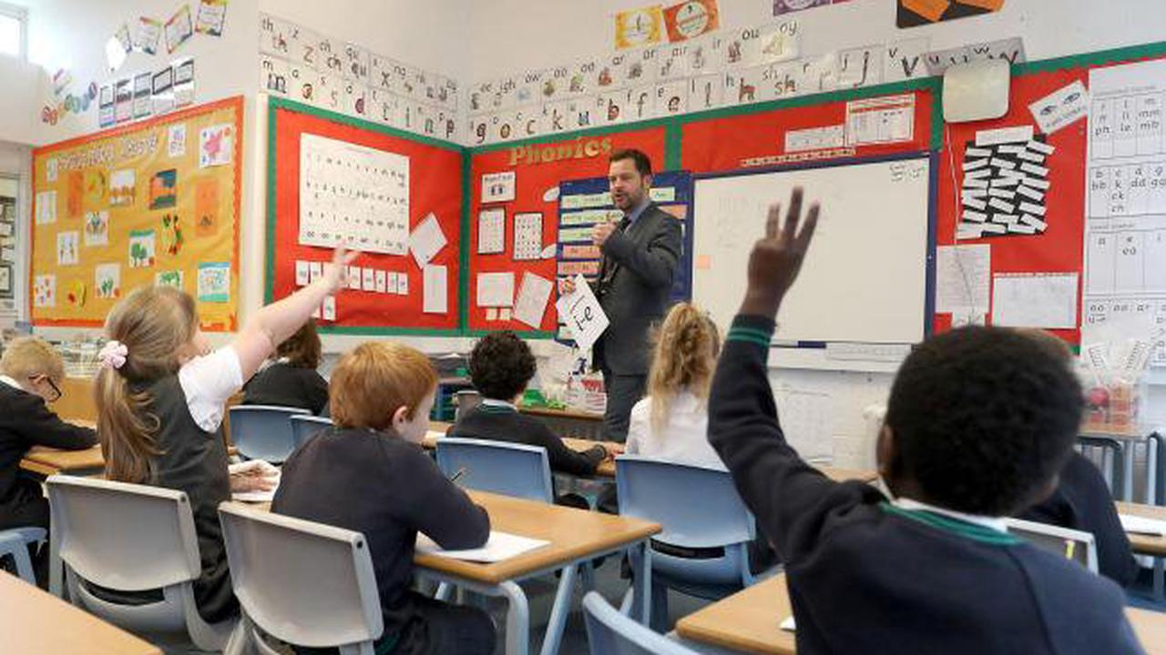 Call for longer school days as part of £13.5bn education recovery package