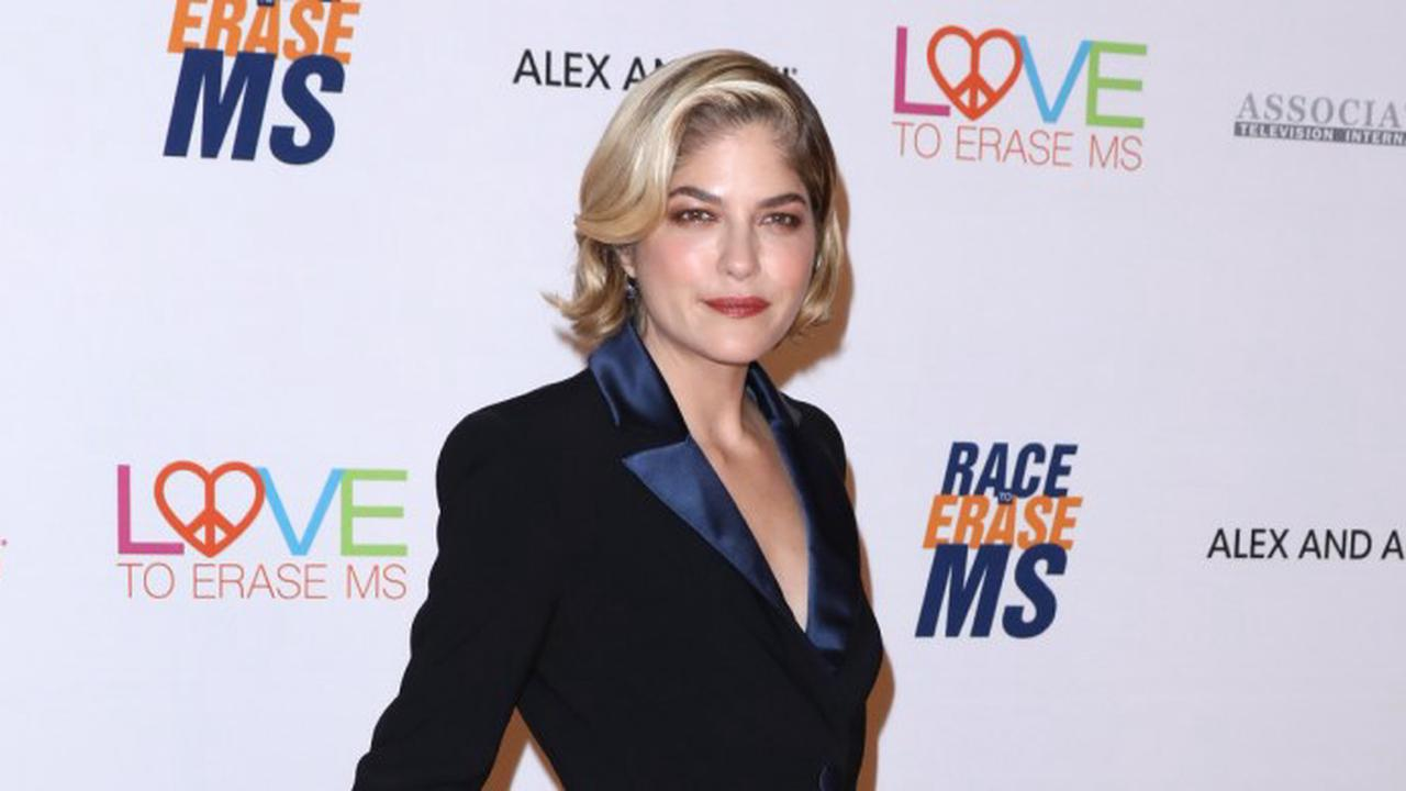 Selma Blair Cried And Had Trouble Staying Awake Over 'Quiet Christmas' Without Mom