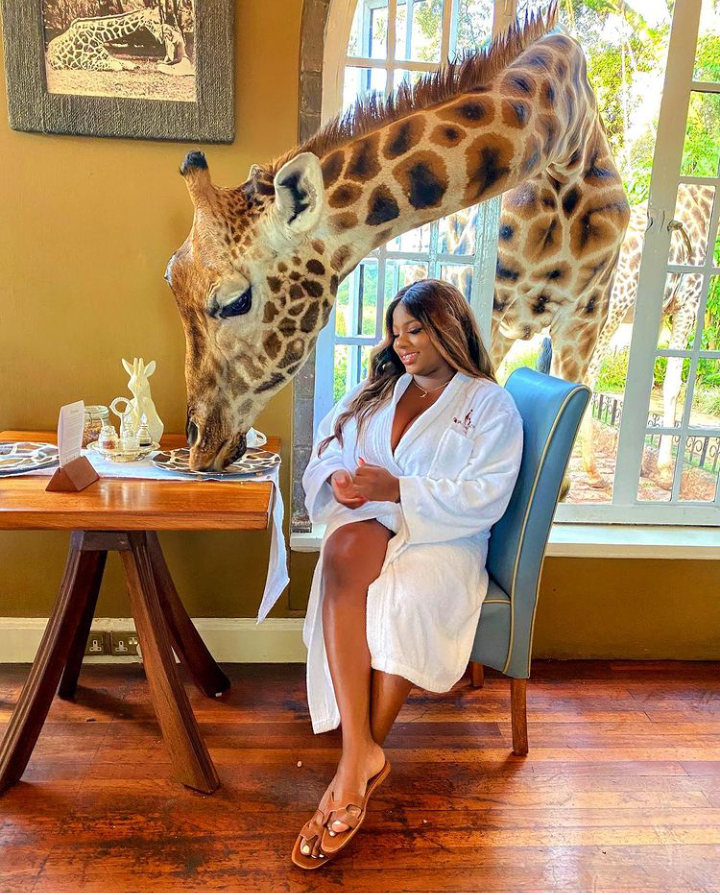 Check Out Lovely Pictures of BBNaija Tolanibaj, Prince And Dorathy Spending Time With Giraffes 14