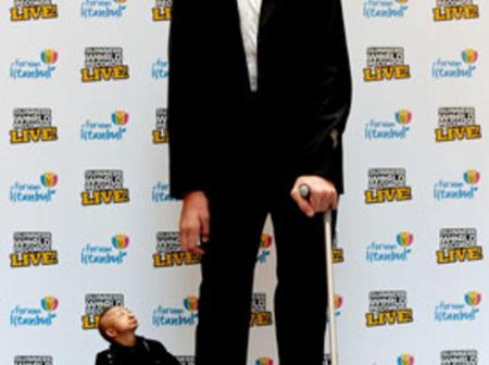 Photo of the tallest man in the world