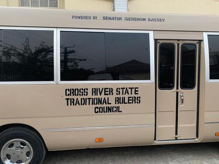 Sen. Gershom Bassey Presents A 32-Seater Coaster Bus To Cross River State Traditional Rulers Council