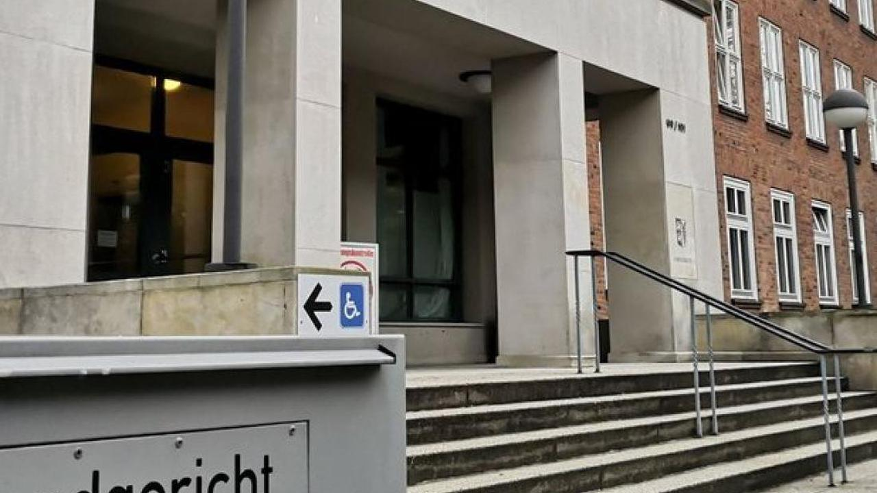 Prozessbeginn am Landgericht: Messerangriff in Bordesholm: Das Opfer wurde dauerhaft entstellt