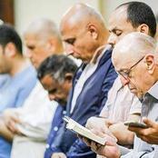 هل متابعة الإمام من المصحف أو الهاتف في صلاة التراويح مكروه ؟ .. علي جمعة يجيب .. والإفتاء تضع شرطا