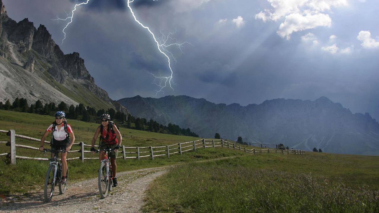 Blitz und Donner: So schützen Sie sich bei einem Gewitter