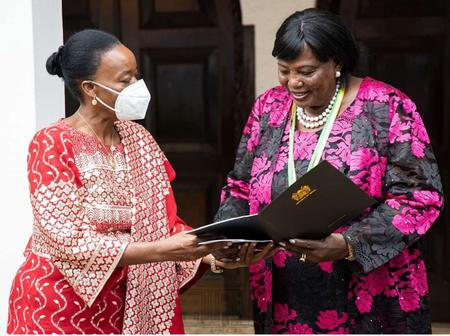 Huge Amount Of Cash Uhuru's Mom Received Together With The Macky Sall Award
