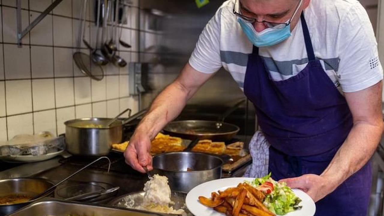 Le pass sanitaire, une contrainte de plus pour les salariés des cafés, bars et restaurants du Puy-de-Dôme