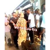Singer ZlatanIbile captured in a heated argument with some hoodlums in Iganmu Lagos.