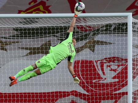 """""""Arsenal's Hero"""" Arsenal Fans Praises Their Goal Keep Leno As He Saves Two Penalty Against Liverpool"""
