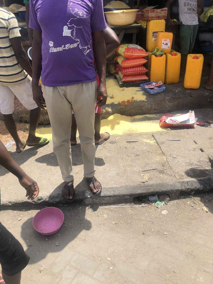 Nigeria Police Allegedly Destroy Foods In Obalende Market