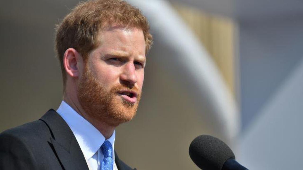 """Prinz Harry """"oben ohne"""": Schmerzlicher Verlust für Meghans Mann! Ist dieser Verfall noch zu stoppen?"""