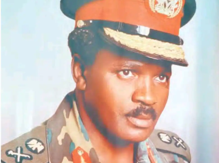 Meet General Kure, a figure in the regime of Babangida and member of the Tribunal that tried Vatsa