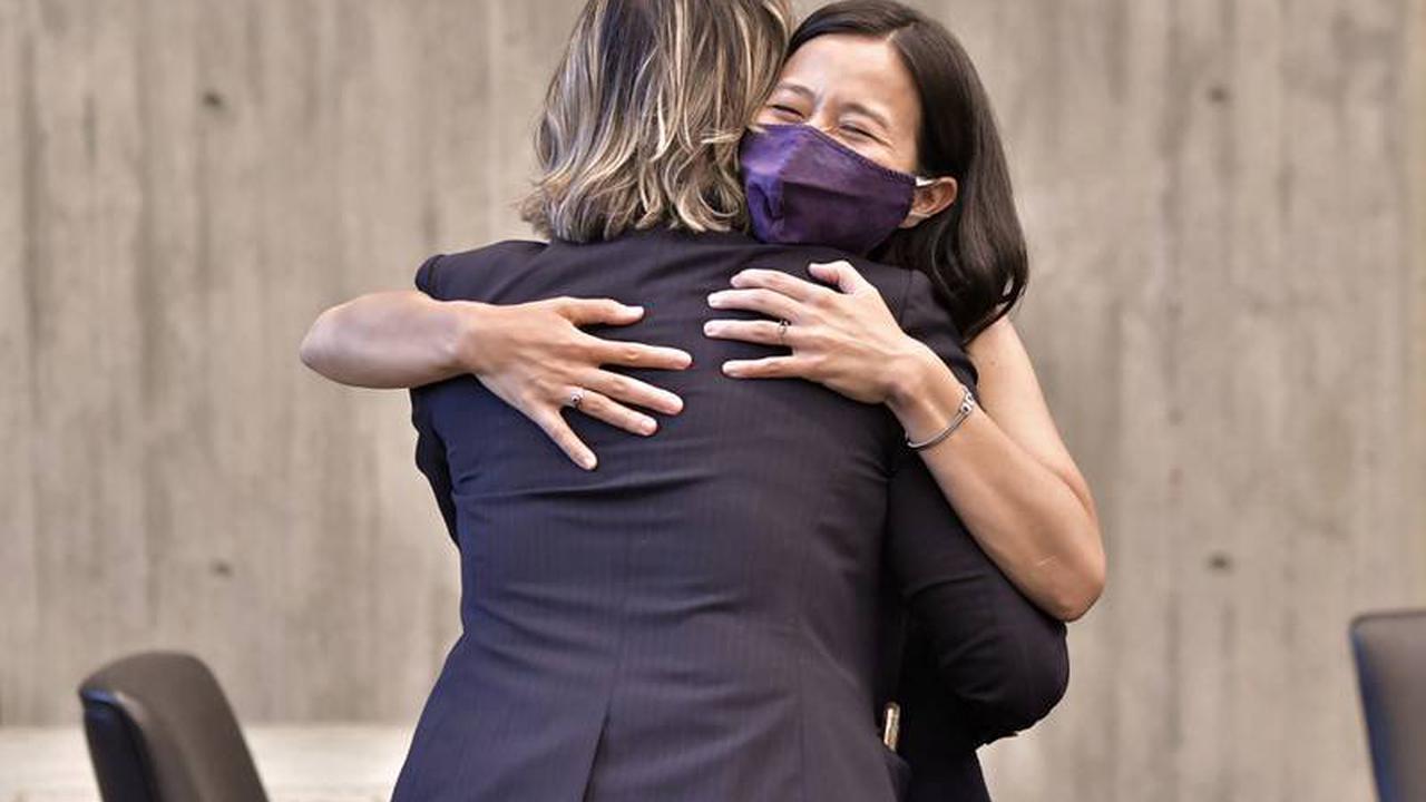 Boston's 2 remaining mayoral hopefuls face off in debate