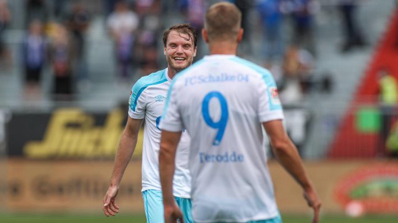 """FC Schalke 04: Goalgetter Terodde trifft – doch die Fans haben einen anderen Liebling! """"Der gehört nicht in die 2. Liga"""""""
