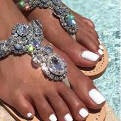 Get The Perfect Set Of Glowing Feet With These Tips