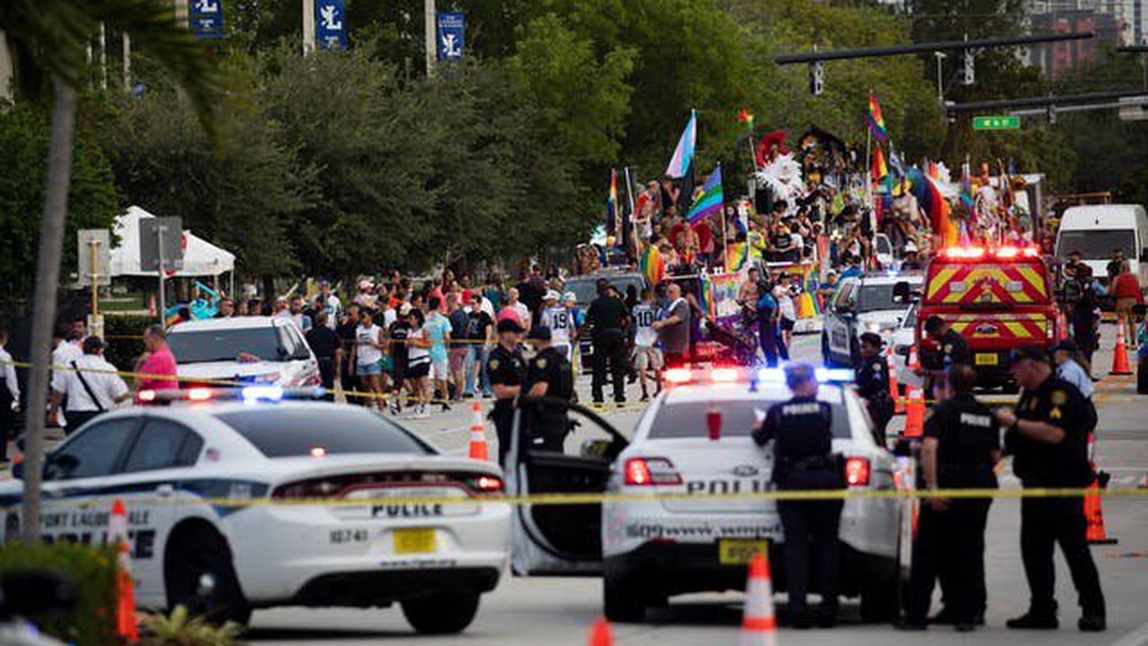 Kleintransporter rast in LGBT-Parade, tötet Teilnehmer