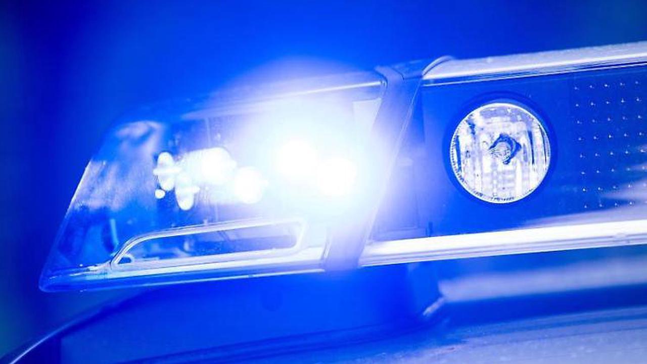 Senior fährt in Gegenverkehr: Drei Tote bei Frontalcrash in Bayern