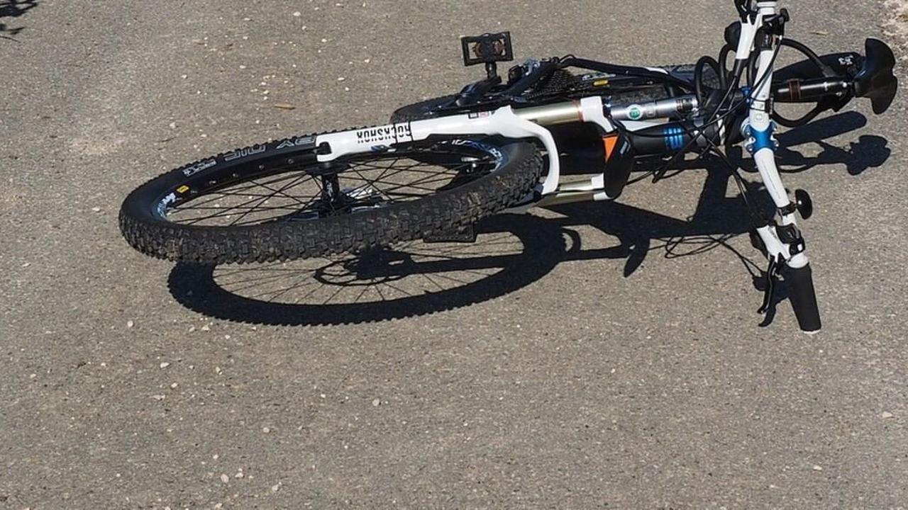 Ohne Helm: Radfahrerinnen stürzen bei Krumbach - beide erleiden Kopfverletzungen