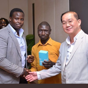 Picture Of South African Man, Refusing to Have a Hand Shake With a Chinese Man, Spark Reactions