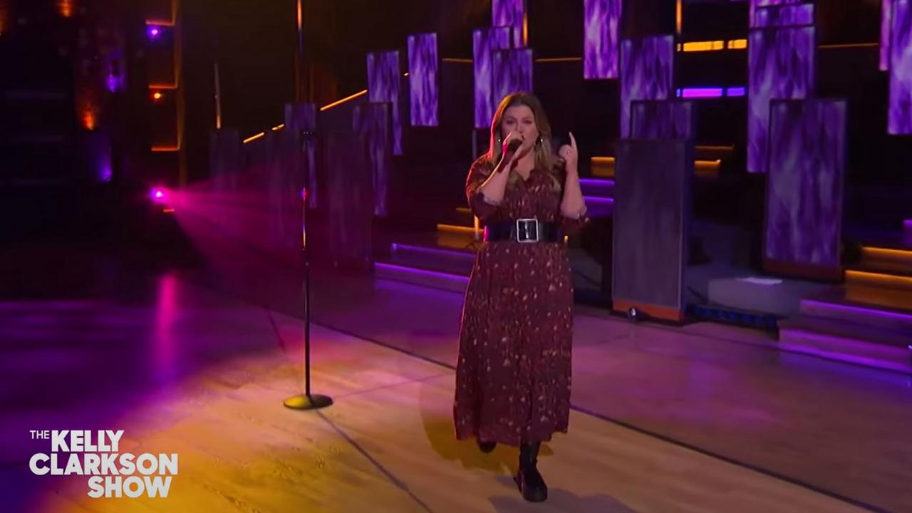 Kelly Clarkson Tackles New Radicals on Kellyoke, Talks 'Mean Celebs' During 'Idol' Days