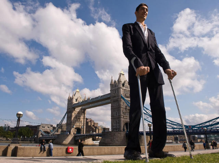 See(PHOTOS) Of The World's Tallest Man