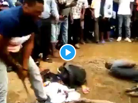 Angolan Beat Up a Zimbabwean Man in the Public After He Was Caught Committing Crime -SA Reveals