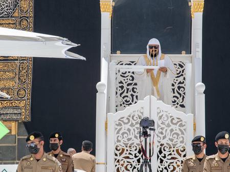 Sheikh Mahir leads Jumu'ah Prayers in Mecca (See photos)