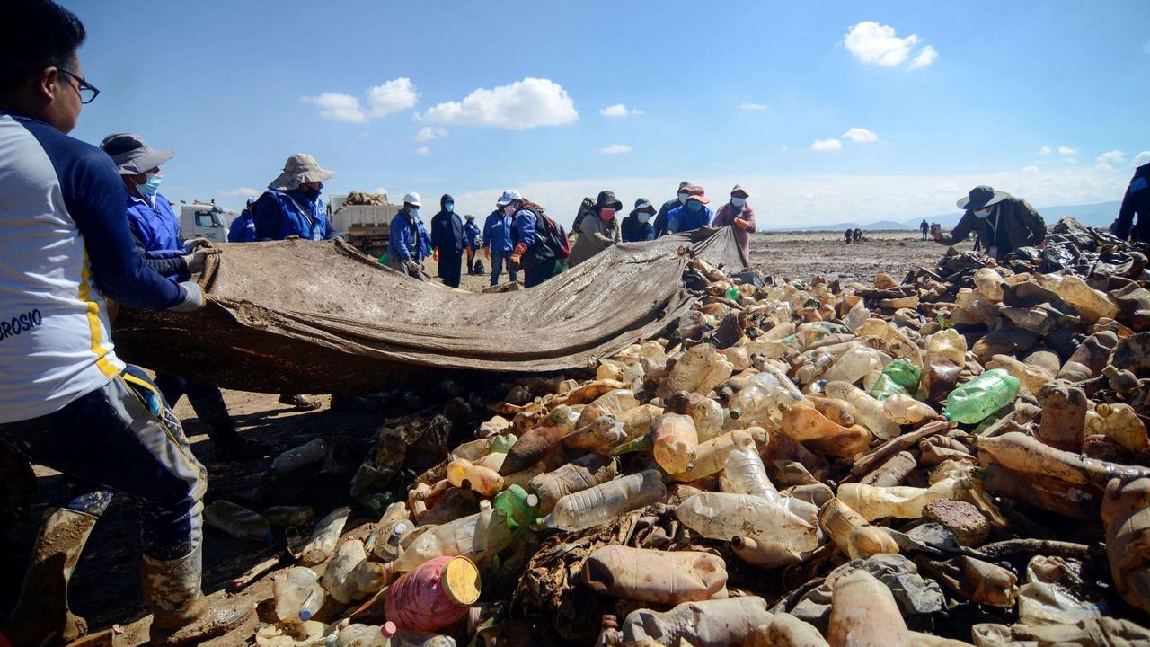 'Made of plastic': Cleaning up Bolivia's Uru Uru lake
