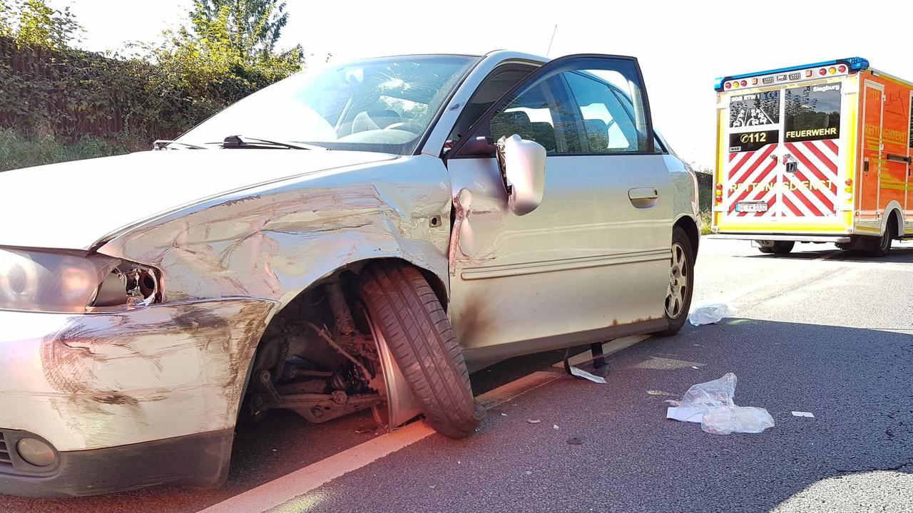 Auto geriet in Gegenverkehr : B56 bei Siegburg nach Kollision in beide Richtungen vollgesperrt