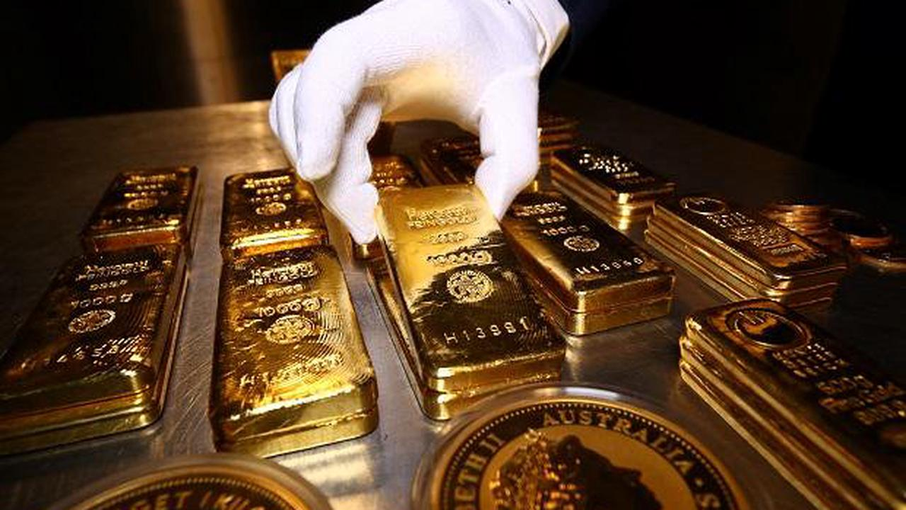 Gold eyes first weekly rise in four on muted dollar, U.S. data in focus