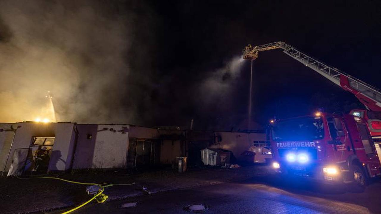 Großbäckerei im Wartburgkreis in Flammen: 100 Rettungskräfte im Einsatz