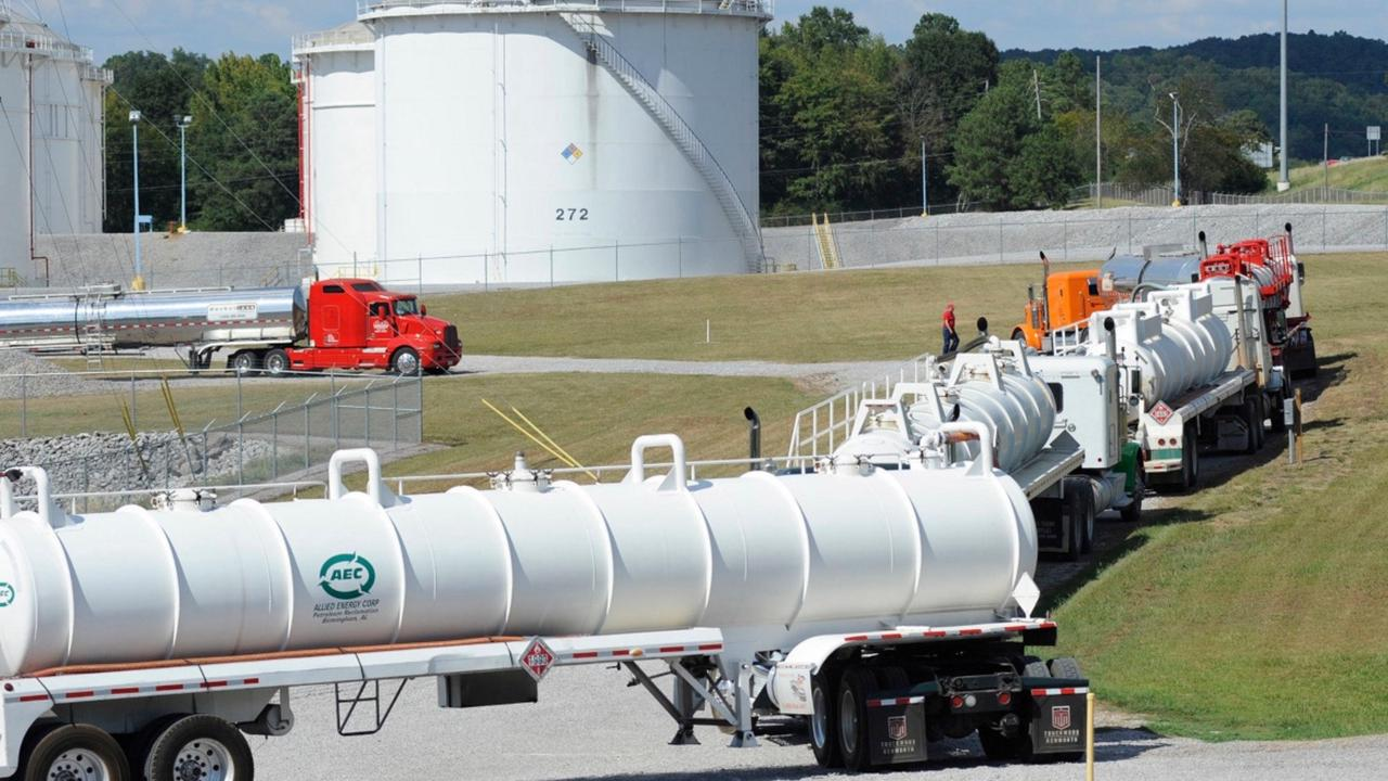 No restart yet for pipeline shut by cyberattack, gasoline prices climb