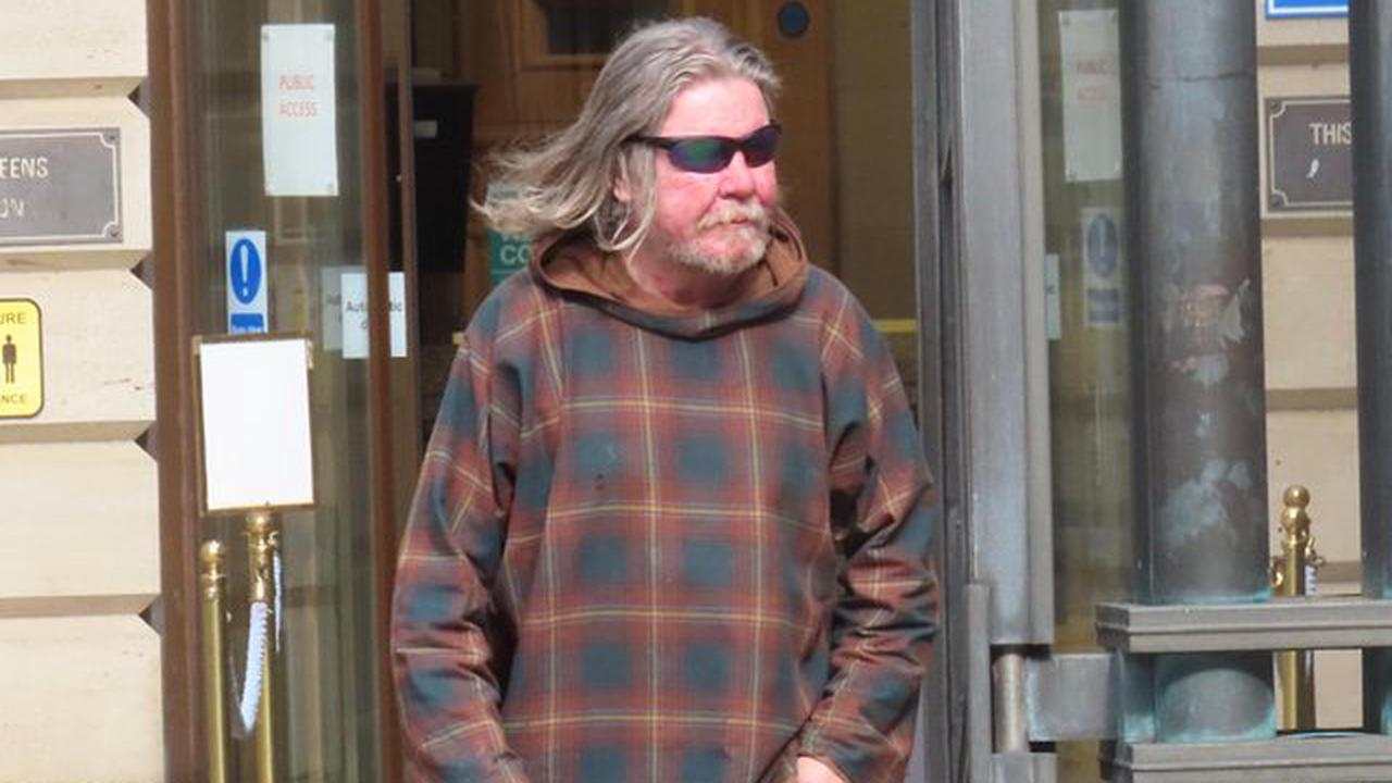 Edinburgh man was 'showing off' when he exposed himself to three female PCs