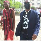 Convoqué devant un juge, un activiste nigérian se fait accompagner par son féticheur