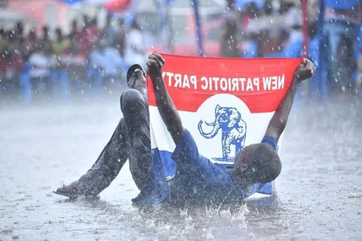 "68ac2bd8c82fdcb1d8074135b62f99a6?quality=uhq&resize=720 - ""I Pity You"": Have A Look At What This NPP Supporter Was Doing In Rain That Made People Sad"