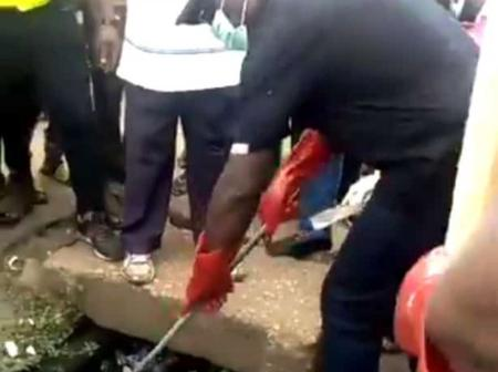 Take a look as popular Nigerian state Governor was seen packing trash from the street (photos)