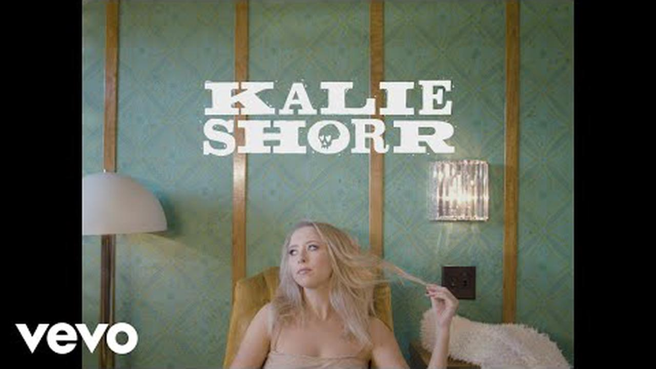 """Kalie Shorr's Unabridged """"Open Book"""" Shuts Down Cliché Expectations « American Songwriter"""