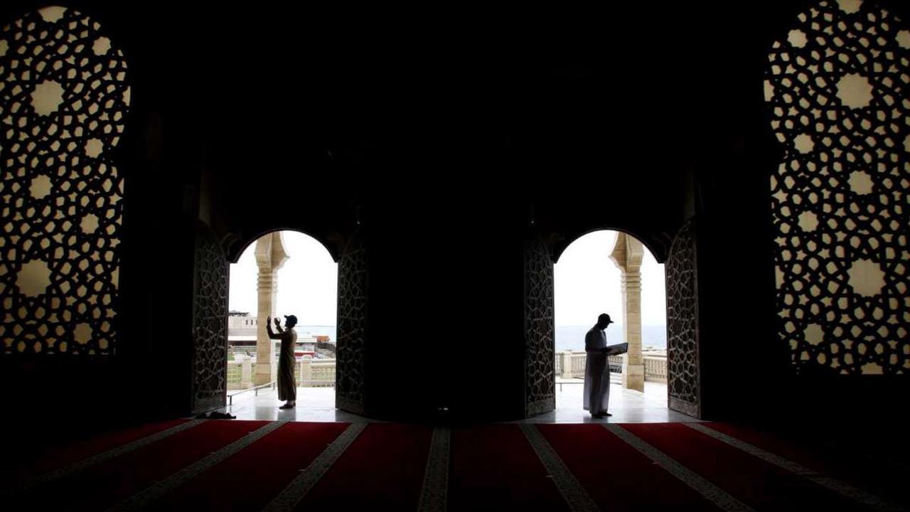 AP PHOTOS: Ramadan demonstrates Muslim courage and faith