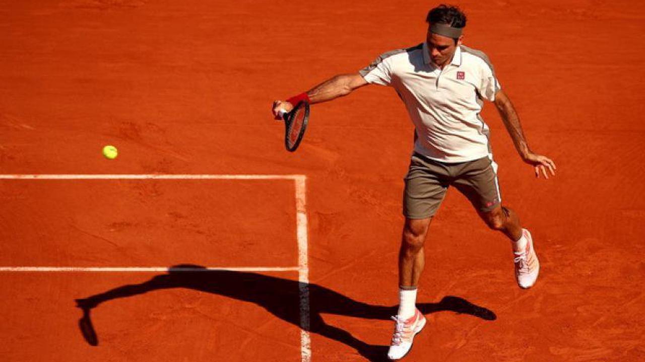 Roger Federer s'entraîne sur terre battue avant l'Open de Genève