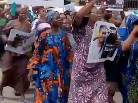 Second Phase of EndSars Protest Resumes in Lagos As Mothers, Others Carry Placards (Photos)