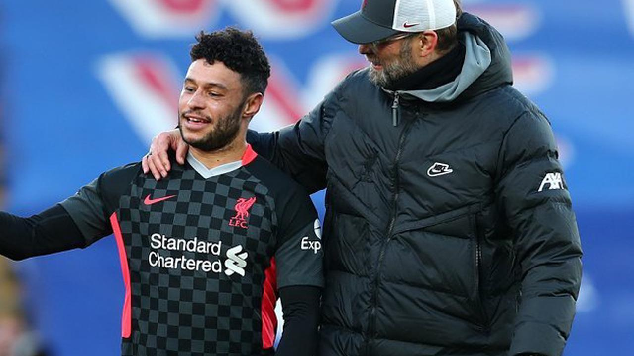 Liverpool legend Carragher: Oxlade-Chamberlain can replace Williams at right-back