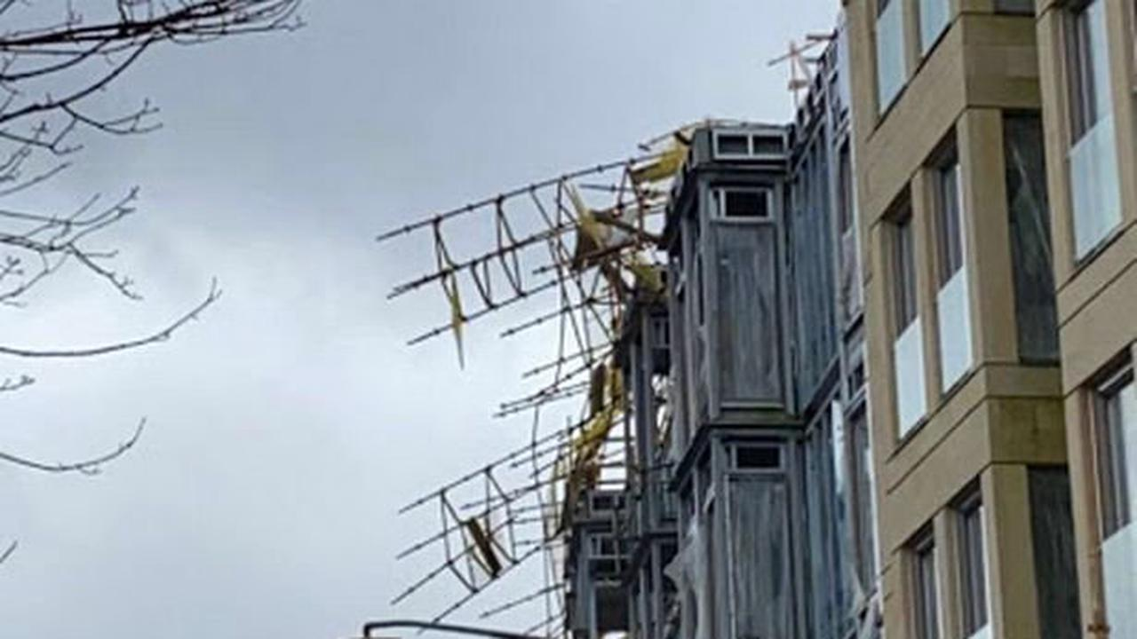 Scaffolding blown from luxury Glasgow flats as site evacuated