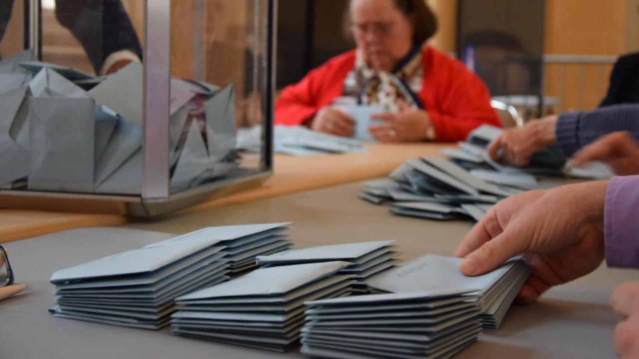 Élections : mais au fait, on vote pour quoi aux régionales et aux départementales ?