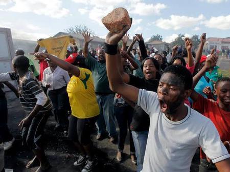 Today's Headlines: Gunmen Kill Police Inspector In Akwa-Ibom, Fresh Communal Violence Erupts In Oyo
