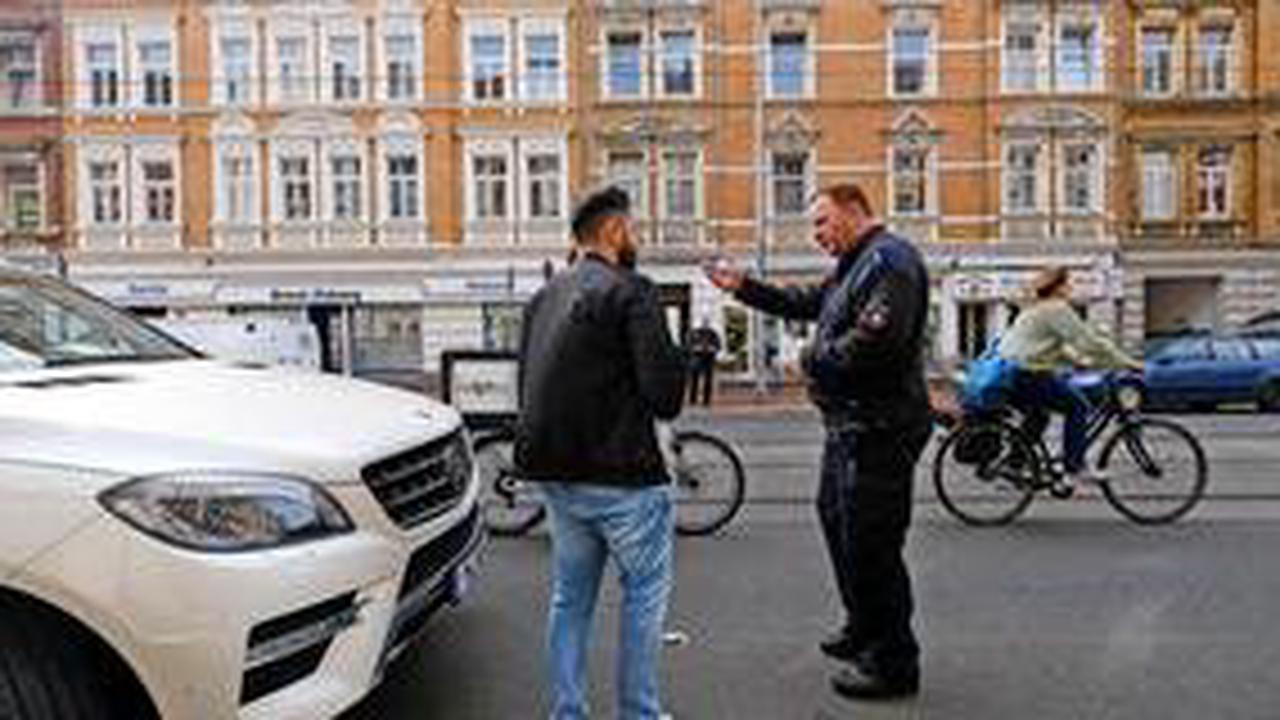 Holländischer Griff: So können Autofahrer Unfälle mit Radlern vermeiden