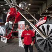 La plus grande moto du monde pèse 5 tonnes  et mesure 5,10 mètres. C'est l'œuvre de Fabio Reggiani.