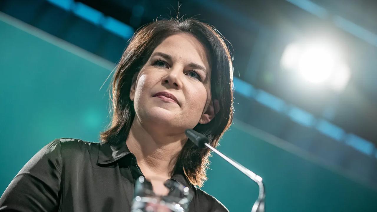Annalena Baerbock entschuldigt sich für Ungenauigkeiten im Lebenslauf