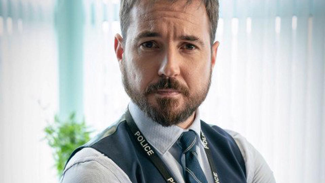 Line of Duty's Martin Compston flat out refuses to do Steve Arnott accent on-air