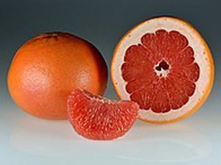 Here are a few reasons you should add grapefruit to your daily beauty routine