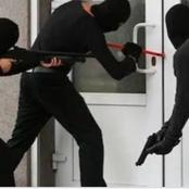 Nigerians should stop these five habits, they attract robbers and thieves
